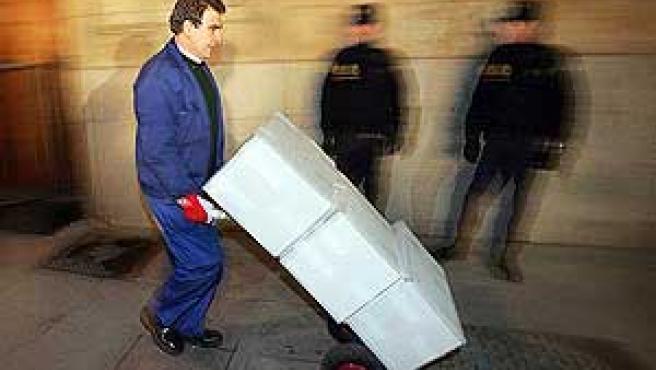Traslado de los papeles de Salamanca a Madrid. (EFE)