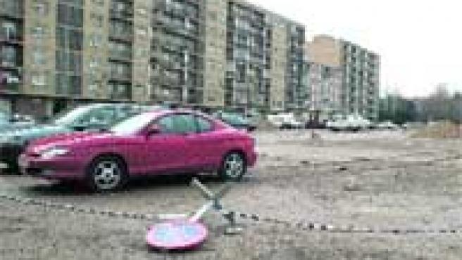 Los conductores retiran señales para aparcar en el solar de Azorín.
