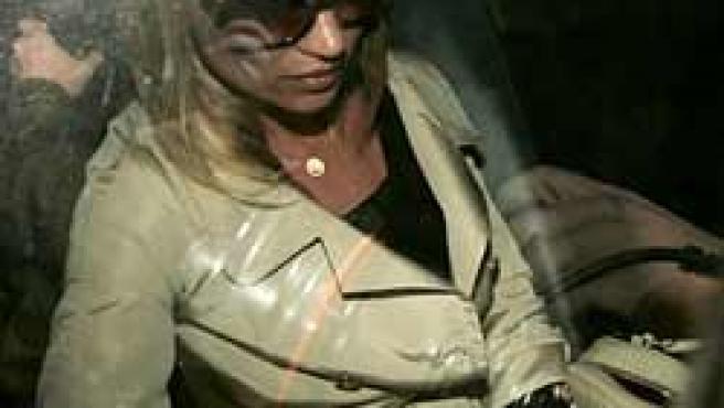 Kate Moss tras declarár en comisaría (AP Photo)