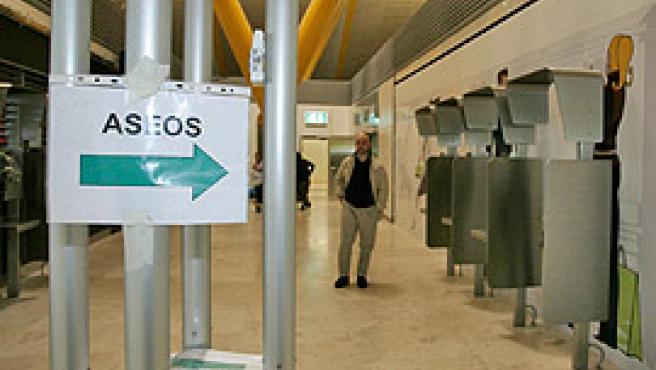 Un cartel de la nueva terminal (Jorge París).