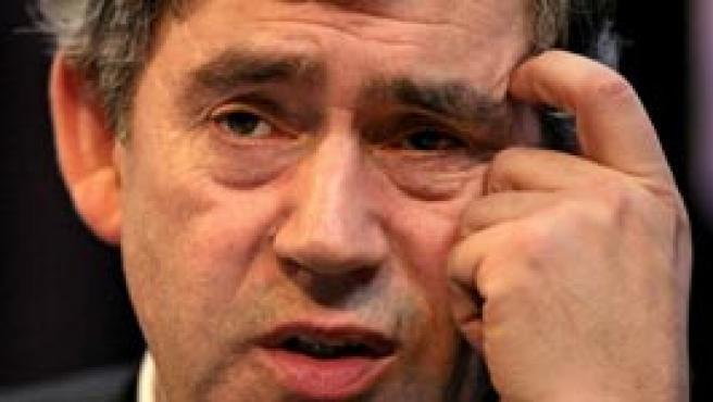 Gordon Brown, ministro de Economía británico, defiende ayer en un discurso la introducción del carné de identidad, tema que debatió posteriormente en el Parlamento.