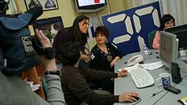 """Un equipo de """"El Buscador de Noticias"""" de Tele 5 visitó nuestra redacción para cubrir el encuentro digital."""
