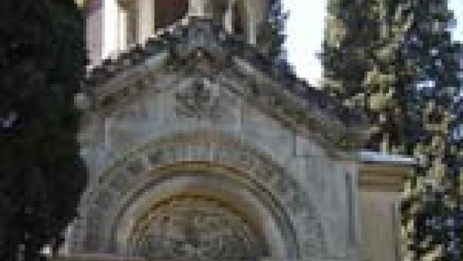 Tumba de Lasalle, en el cementerio de San Isidro (Foto: Plaza y Janés)