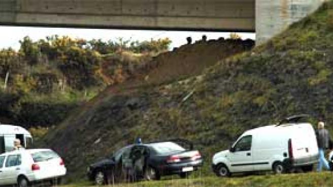 Viaducto bajo la a A-8 entre Bilbao y Santander donde ha estallado una bomba de ETA (Alberto Aja / EFE).