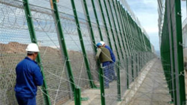 La valla estará concluida en mayo (Foto: Efe)