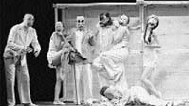 La torna de la torna es una comedia de máscaras con un tema trágico.