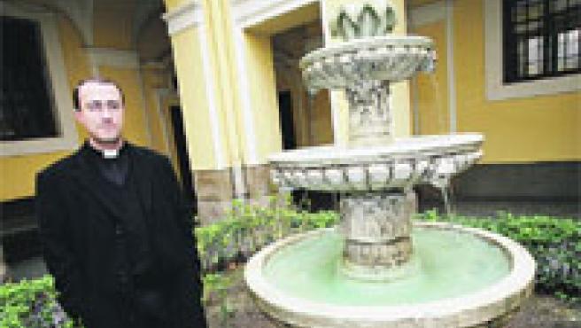 Miguel Ángel prepara en el Arzobispado Castrense a los futuros sacerdotes militares.