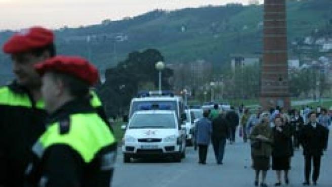 Las fuerzas de seguridad han tomado el parque del macrobotellón en Bilbao (Foto: Miguel Toña)