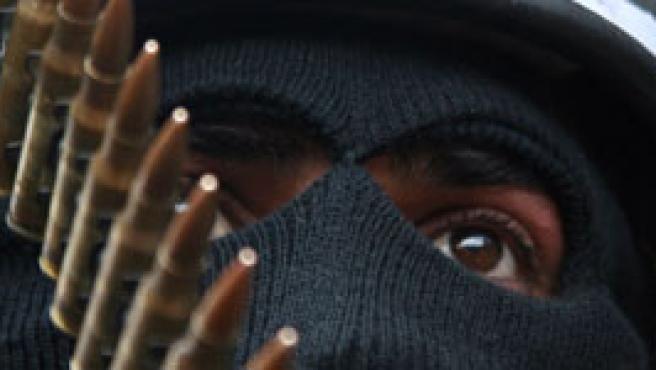 Un miembro enmascarado de las las Brigadas de los Mártires de Al-aqsa, en una manifestación hoy en Cisjordania.