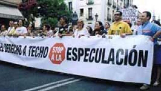 Unos 10.000 manifestantes recorrienron las calles de Madrid en junio de 2004 para protestar por los precios de la vivienda. (Imagen: viviendadigna.org)