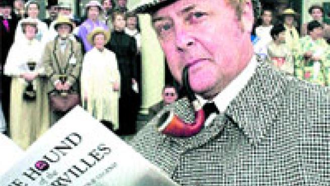 La pipa delata a Sherlock Holmes (un fan del detective, en la foto).