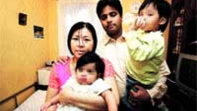La historia de Imran Firasat, Jenny Setiwan y sus dos hijos ha tenido un final feliz.