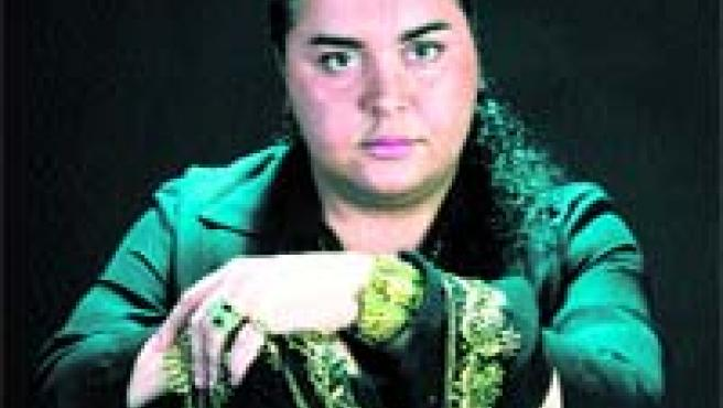 El artista se clasifica como una mezcla de Bambino, Lola Flores, Chavela Vargas y María Jiménez.