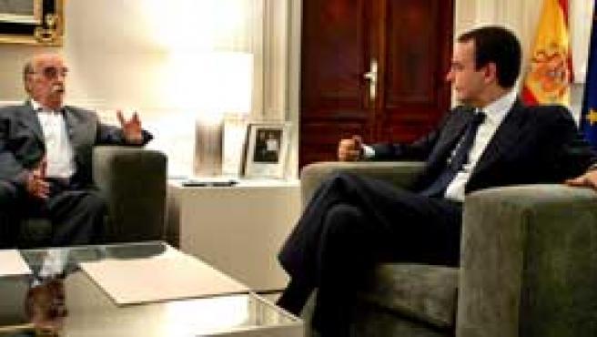 Labordeta se ha reunido con Zapatero en La Moncloa, dentro de la ronda de contactos tras el alto el fuego de ETA. (Efe)