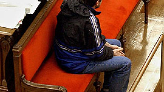 El acusado, sentado durante su comparecencia en el juicio (Efe)