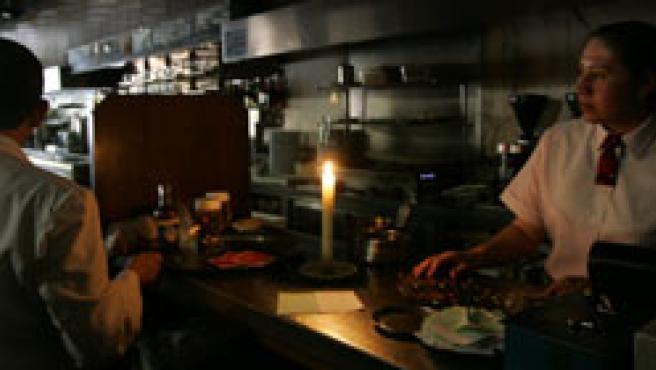 Una cafetería en Gran Vía, a la luz de las velas