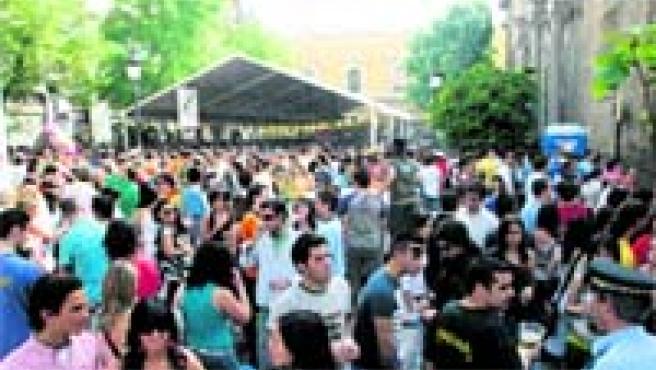 La plaza de la Universidad, la más animada desde primera hora de ayer en el primer día de cruces.