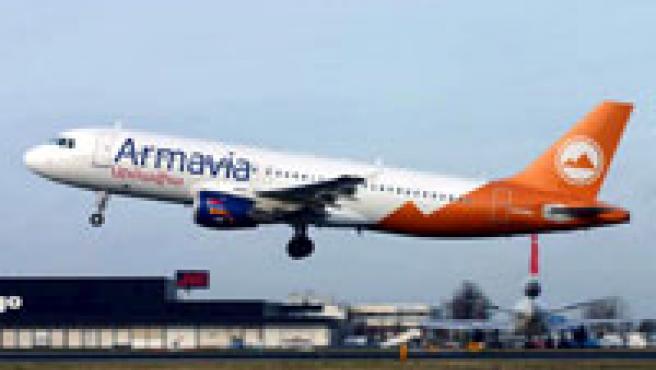 Fotografía de archivo de un Airbus A320 de la línea aérea Armavia. / EFE