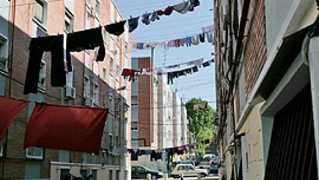 La vida de los vecinos preside las calles en Vallecas (Jorge París).