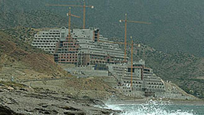 El hotel en la playa de El Algarrobico (FOTO: Greenpeace)