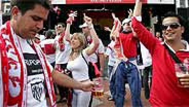 Aficionados del Sevilla. (Efe)