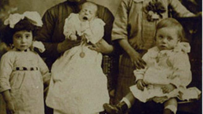 """""""Mi abuela y bisabuela en el año 1910, en Logroño""""."""
