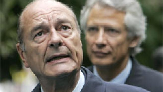 Chirac y Villepin, en los Jardines de Luxemburgo (Foto: AP)