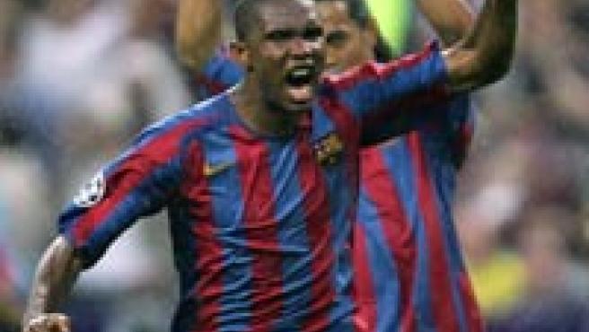 Samuel Eto'o celebra su tanto en la final de París.