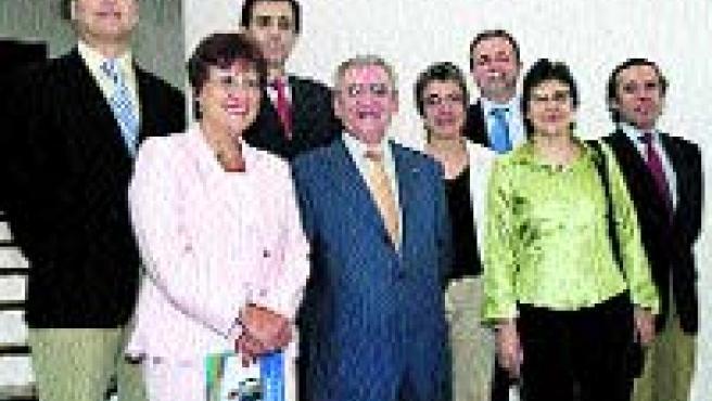 Roldán Cañas, en medio, junto al resto de su candidatura.