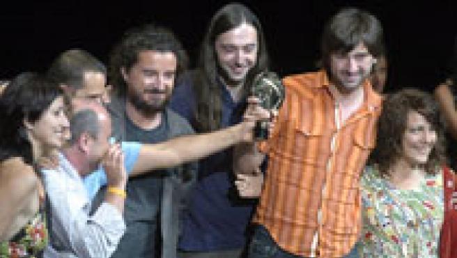 Los publicistas reciben el premio (Efe).