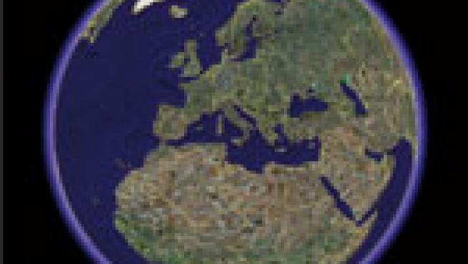 Permite localizar cualquier punto geográfico y ver la fotografía satélite.