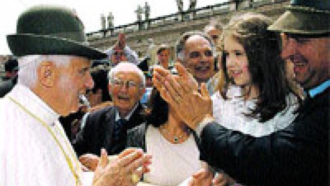 Fotogalería de los sombreros del papa en www.20minutos.es
