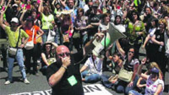 Protesta de funcionaris dels jutjats, ahir, durant la vaga.