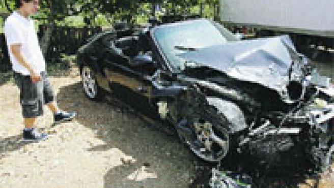 Para el desguace. Así quedó el Porsche tras el choque.