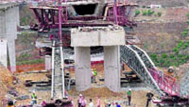 Los técnicos tardaron cuatro horas en reconstruir el accidente.