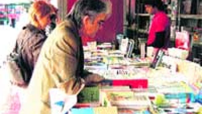 La Feria del Libro afronta su recta final en El Arenal.