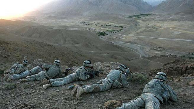 <strong>Guerra en Afganistán.</strong> Soldados estadounidenses toman posiciones en una zona de la provincia afgana de Helmand, dentro de una operación para cortar las vías de suministro de los grupos talibanes.