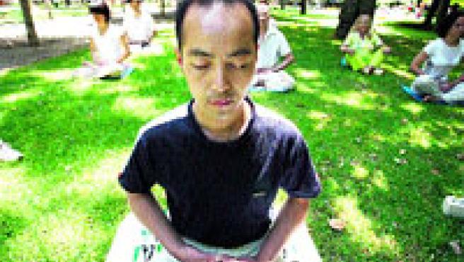 Practicantes de Falung Gong en el parque del Retiro de Madrid, una actividad perseguida en China.