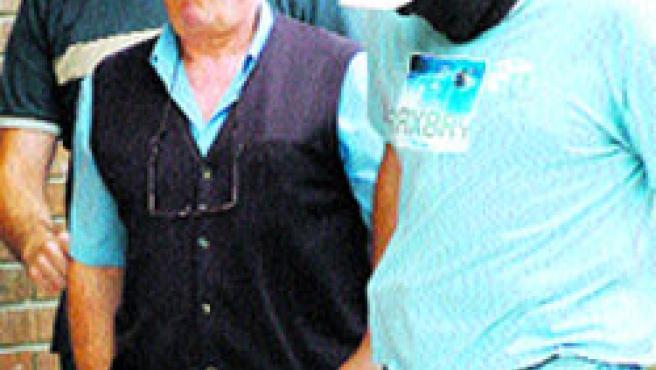 José Ignacio Elosúa, ayer, en el momento de su detención. Efe.