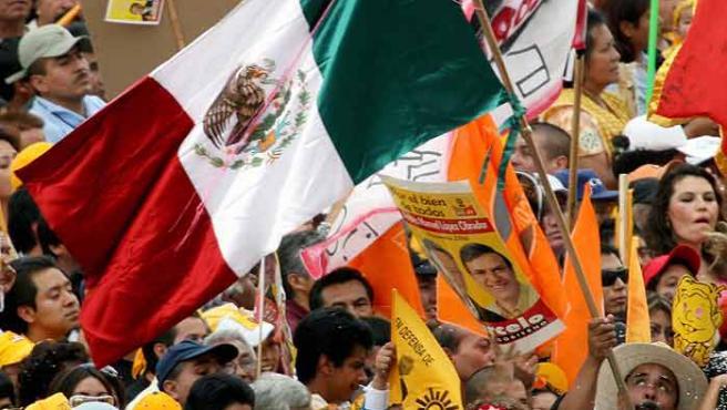Los mexicanos votan nuevo presidente el domingo. (Daniel Aguuilar / REUTERS)