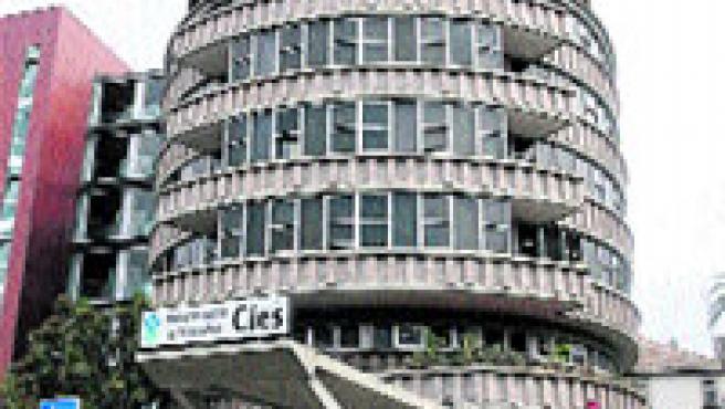 La forma cilíndrica hace posible un edificio sin fachada principal. (M. Vila)