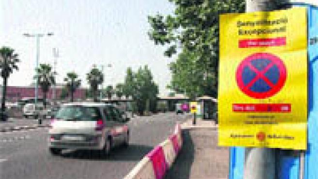 La Ronda de Dalt va parar ahir el cop del primer dia d'obres a l'estació de Montbau (L3) amb menys problemes de trànsit dels previstos. (Hugo Fernández).