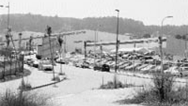 El grupo alemán Benteler, fabricante de componentes de automóvil, celebró ayer la inauguración de su fábrica en el parque tecnológico y logístico de Vigo, en la que trabajan 150 personas (M. Vila).
