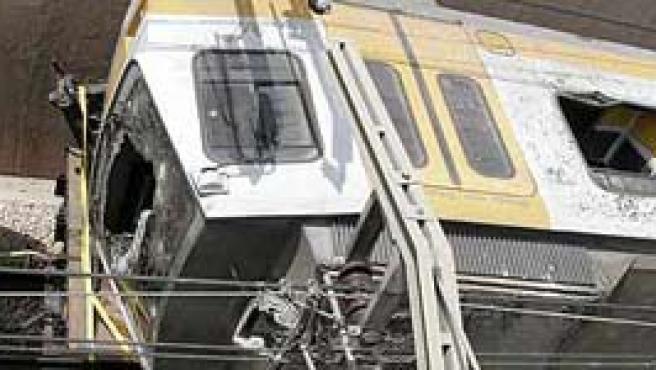 El primero de los vagones que sufrió el accidente (L.Tejido / Efe)