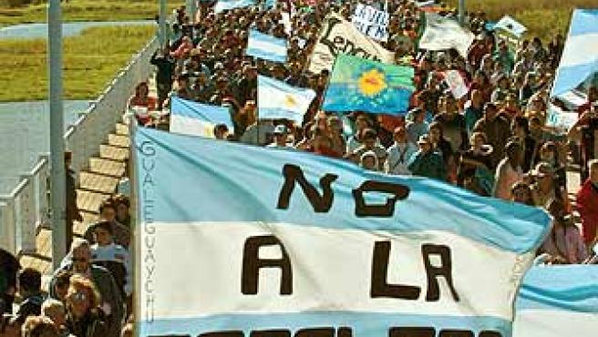 La construcción de dos papeleras ha enfrentado a Argentina y Uruguay. (Leo La Valle / Efe)