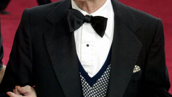 Red Buttons llegando a la ceremonia de los Oscars en 2003. (Fred Prouser/Reuters/archivo)