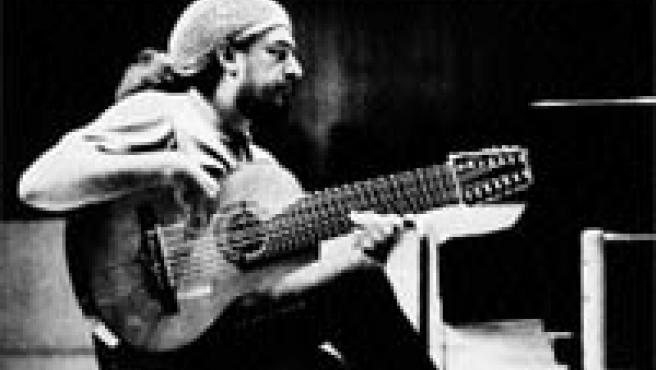 El polifacético Gismonti actúa hoy en Córdoba en el Festival de la Guitarra 2006 (Archivo).