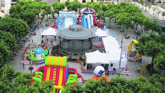 Los hinchables de Tour Amiga comenzaron su gira vasca en la localidad guipuzcoana de Irún.