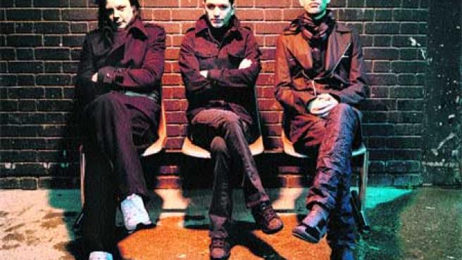 Brian Molko, Stefan Olsdal y Steve Hewitt, unidos por la música en Placebo, tocarán en Kobetamendi mañana a las 2.00 h los temas de su último trabajo, Meds.