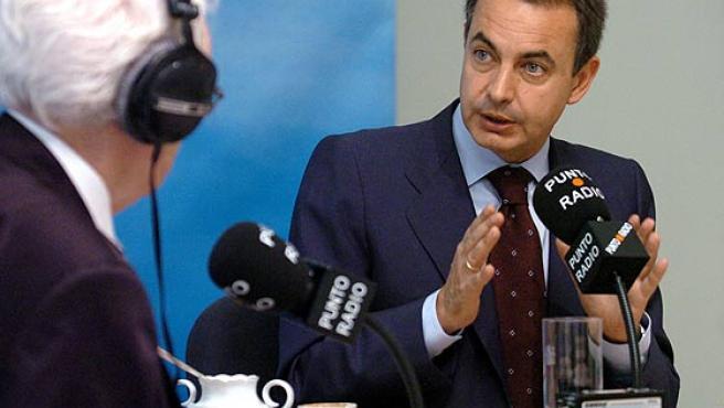 Zapatero en la entrevista concedida esta mañana en el Palacio de la Moncloa. (Ángel Díaz / Efe)